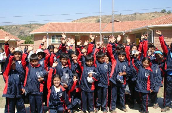 Donación de Ropa Deportiva a niños de San Pedro-Bolivia